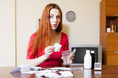 Kobieta parzenia herbaty ziołowe — Zdjęcie stockowe