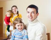 Familia feliz de cuatro — Foto de Stock
