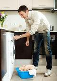 Guy loading the washing machine — Foto Stock