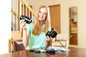 Girl with blond hair with new digital camera — 图库照片