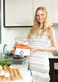 Happy  pregnant woman cooking vegetables — Stock Photo