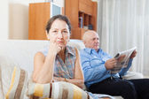 Sad mature woman against elderly man — Stockfoto