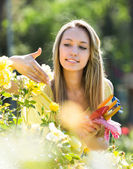 Woman in flowering park — Stock Photo
