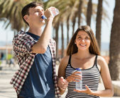 Young couple drink water — Stock Photo
