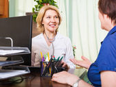 Friendly  doctor consulting female patient — Stock Photo