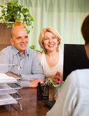 Couple opening account in bank — Stock Photo