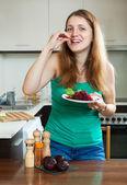 Happy ordinary woman eating beets — Stock Photo