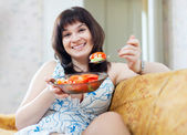 Happy ordinary woman eats vegetables  — Stock Photo