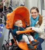 Woman with child at metro — Fotografia Stock