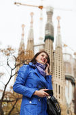 Young woman using smartphone at travel — Stock Photo