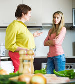 Mother with daughter having serious conversation — Stock Photo