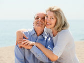 Elderly couple  on seaside — Stock Photo