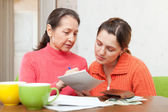 Mother scolds adult daughter for bills — Stock Photo