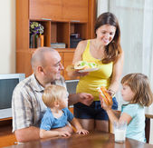 Parents and two children having lunch — Stock Photo