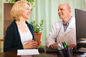 Male doctor with female patient — Stock Photo