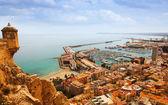 Alicante avec yachts amarrés — Photo