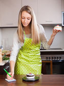 Woman  weighing cakes  — Stock Photo