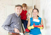 Family makes repairs at home — Stock Photo