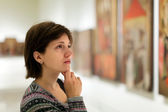 Visitor in art gallery — Stock Photo