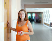 Pregnant woman at clinic — Stock Photo