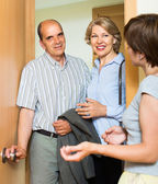 Happy senior family couple visiting daughter — Stock Photo