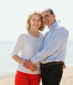 happy  mature couple against sea — Stock Photo