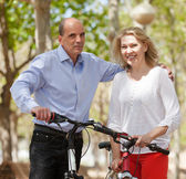 Mature couple with bicycles — ストック写真