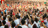 Crowd awaits the opening of San Fermin festival — Stock Photo