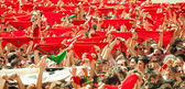 Crowd raises red scarves in waiting for the opening of  San Fer — Stock Photo