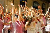Cheering people at San Fermin festival — Stock Photo