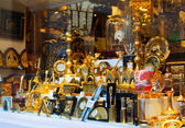 Gilded  souvenirs at showcase  in Toledo — Stock Photo