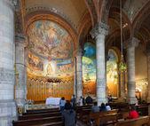 Interior of  Expiatory Church of the Sacred Heart of Jesus — Stock Photo