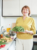 Mature housewife cooking  okra — Stock Photo