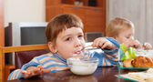 Two children eating dairy breakfast — Stock Photo