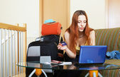 Woman  reserving resort online in the internet — Photo