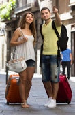 Travelers with baggage in the street — Stock Photo