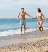 Newly married couple at the beach — Stock Photo