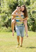 Muž a žena v parku — Stock fotografie
