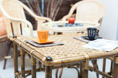 Wicker table and mugs in the Chinese style — Stock Photo