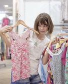 Trata de la chica de la tienda de ropa — Foto de Stock