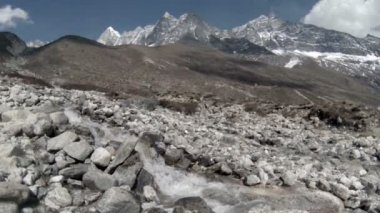 Mountain river. Melting glacier Ngozumpa, Himalayas, Nepal. Full HD — Stock Video