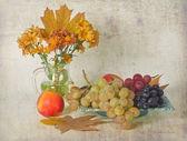 Autumn bouquet and fruit — Stock Photo