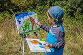 Boy draws a picture — Stock Photo