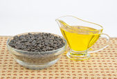 Sunflower seeds and vegetable oil — Stock Photo