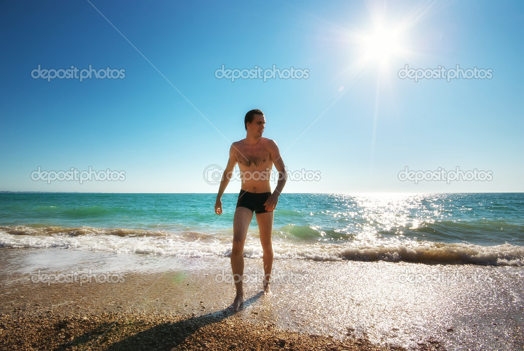 Man and sea. Relax on the beach. — Stock Photo #12077678