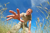 Man find some in grass — Stock Photo