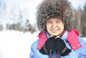 Portrait de gros plan d'un skieur souriant — Photo