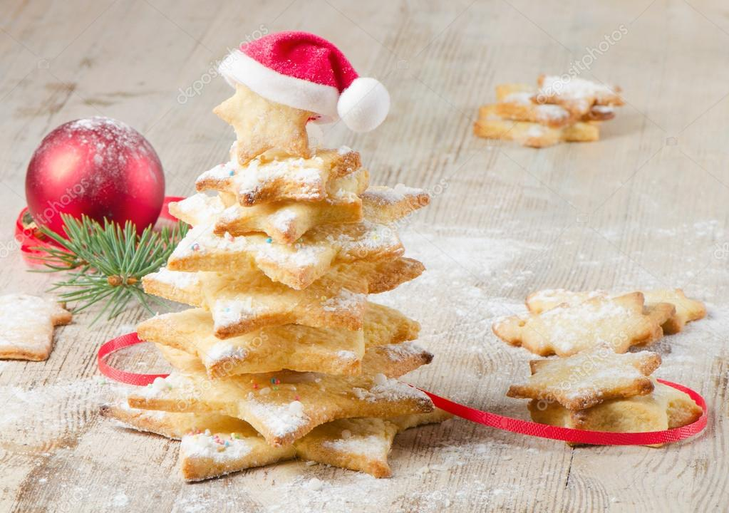 Christmas tree made of cookies on a wooden table — Stock Photo #13045947