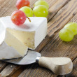 Cheese and grapes — Lizenzfreies Foto