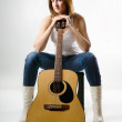 Young beautiful woman with guitar — Stockfoto